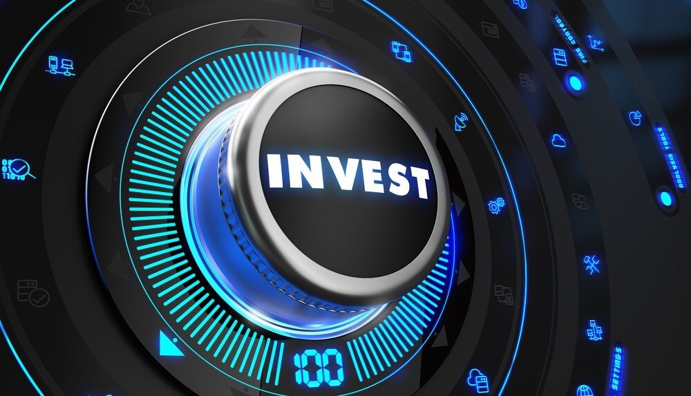 Black button with the word 'invest' written on it